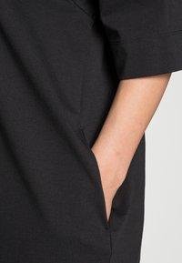 Marc O'Polo - DRESS BOAT NECK RAGLAN POCKETS AT SIDESEAM - Jersey dress - black - 4
