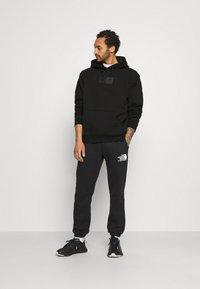 Karl Kani - SMALL SIGNATURE BOX HOODIE UNISEX  - Sweatshirt - black - 1