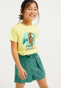 WE Fashion - Print T-shirt - bright yellow - 1