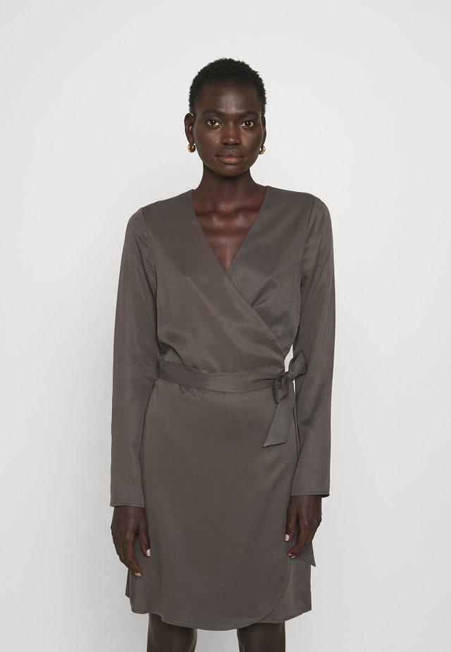 DARLENE THINKTWICE - Korte jurk - beluga