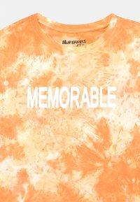 Blue Effect - GIRLS MEMORABLE BOXY  - Triko spotiskem - honigmelone - 2