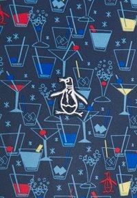 Original Penguin - BOTTOMS UP - Polotričko - black iris - 2