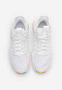 Nike Performance - LEBRON WITNESS IV - Basketbalové boty - summit white/opti yellow - 3