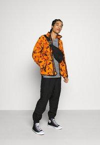 Carhartt WIP - BEAUFORT JACKET - Fleece jacket - orange/grey - 1