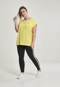 Urban Classics - EXTENDED SHOULDER TEE - Camiseta básica - brightyellow - 1