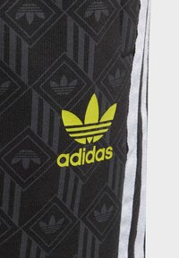 adidas Originals - Shorts - black - 3