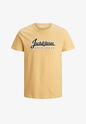 JORREGGIE - T-shirt med print - sahara sun reg
