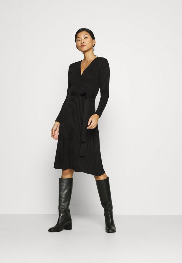 WRAP DRESS - Robe pull - black