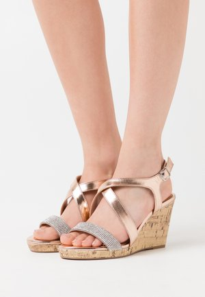 WIDE FIT SUNSHINE BLING MULTISTRAP WEDGE - Sandales à talons hauts - rose gold