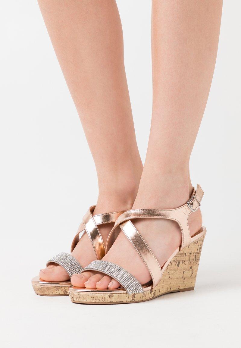 New Look Wide Fit - WIDE FIT SUNSHINE BLING MULTISTRAP WEDGE - Sandály na vysokém podpatku - rose gold