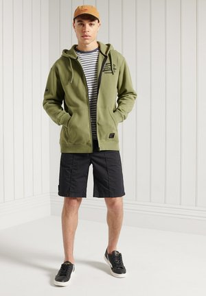 GRAPHIC - Zip-up sweatshirt - lieutenant olive