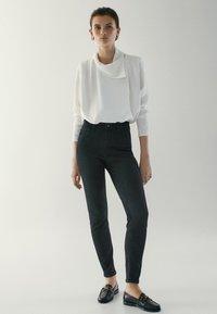 Massimo Dutti - HOHEM BUND - Jeans Skinny Fit - black - 1