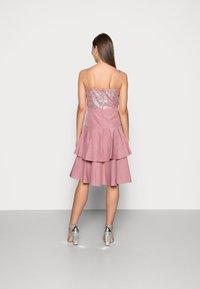 Swing - Vestito elegante - pale lipstick - 2