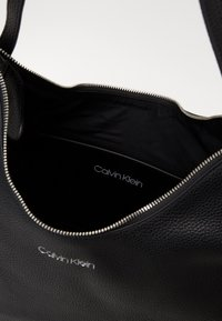 Calvin Klein - EVERYDAY HOBO - Torebka - black - 4