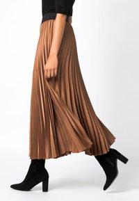 HALLHUBER - MIT KONTRASTBUND - A-line skirt - caramel - 2