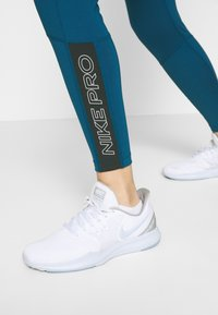 Nike Performance - TIGHT 7/8  - Leggings - valerian blue/black/white - 3