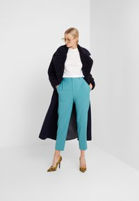 DRYKORN - FIND - Trousers - green - 1