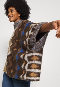 Free People - TRAIL PONCHO - Poncho - timber combo - 3