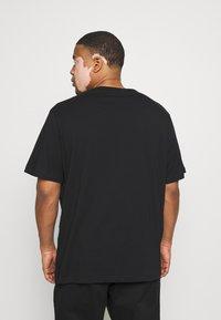 Belstaff - COTELAND OSHERITAGE - Print T-shirt - black - 2