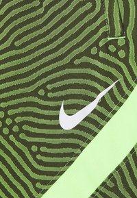 Nike Performance - DRY STRIKE - Sportovní kraťasy - cargo khaki/ghost green/white - 2
