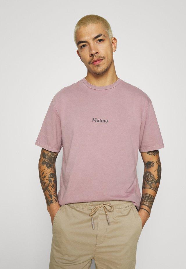 MALMO PRINT TEE - T-Shirt print - lilac