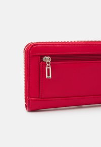 Guess - ILLY LARGE ZIP AROUND - Portefeuille - red - 3