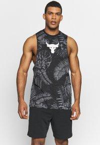 Under Armour - PROJECT ROCK ALOHA CAMO TANK - T-shirt de sport - black/summit white - 0