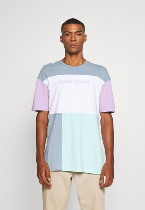 JORASPREY TEE CREW NECK - Camiseta estampada - ashley blue