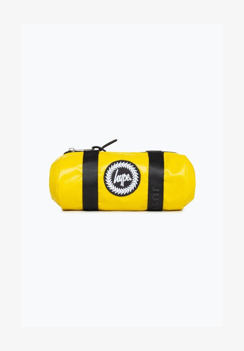 Hype - DISNEY MONSTERS SCREAM PENCIL CASE - Pencil case - yellow