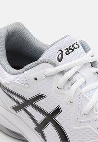 ASICS - GEL-DEDICATE 7 - Tenisové boty na všechny povrchy - white/black - 5