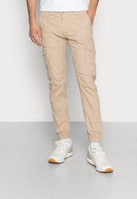 Jack & Jones - JJIPAUL JJFLAKE - Cargo trousers - white pepper - 0
