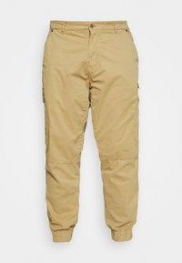 BHNAN PANTS - Pantalon cargo - sand brown