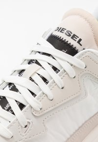 Diesel - SERENDIPITY S-SERENDIPITY LC SNEAKERS - Trainers - white - 5