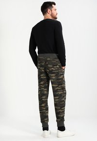Alpha Industries - FIT PANT - Pantalon de survêtement - woodl. camo 65 - 2