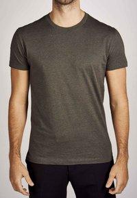 MDB IMPECCABLE - Basic T-shirt - dark olive - 3