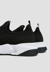 PULL&BEAR - Sneakersy niskie - black - 4