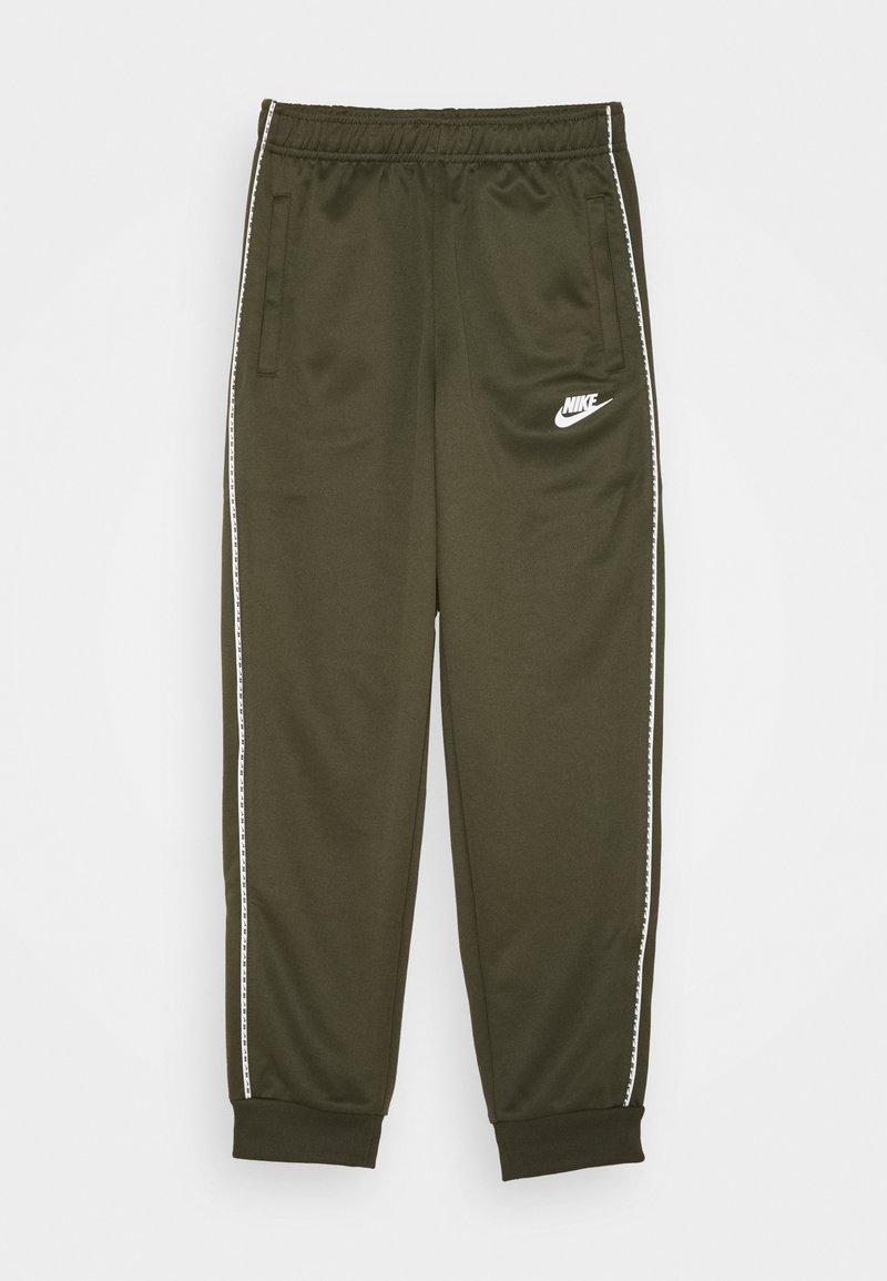 Nike Sportswear - REPEAT - Pantalones deportivos - khaki/white
