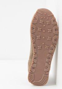 Mexx - CIRSTEN - Sneakersy niskie - taupe - 6