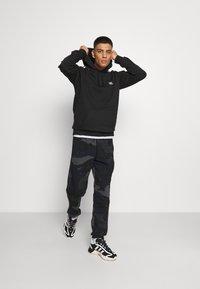 adidas Originals - 3-STRIPES HOODY ORIGINALS ADICOLOR SWEATSHIRT HOODIE - Felpa con cappuccio - black - 1