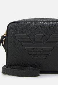 Emporio Armani - ROBERTACAMERA CASE - Across body bag - nero - 4