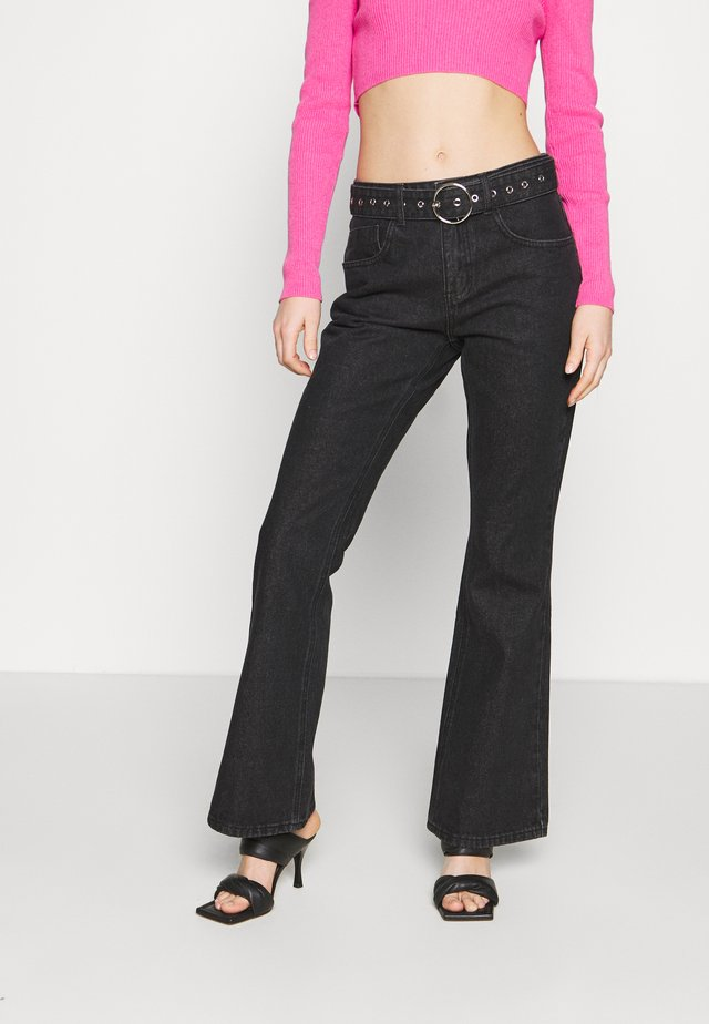 FLARES EYELET BUCKLE BELT - Jeans a zampa - charcoal