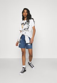 Noisy May - NMLUCKY LONGBOARDER SHORTS - Shorts di jeans - medium blue denim - 1