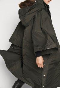 KARL LAGERFELD - RAIN PONCHO WATERPROOF - Parkaer - khaki - 5