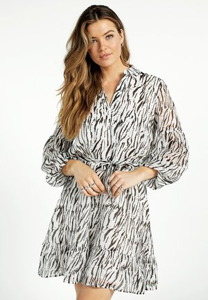 ZAILIN TEN 504 - Shirt dress - les blancs dessin
