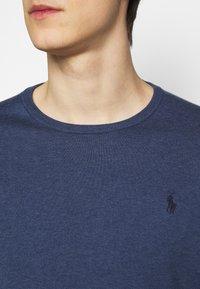 Polo Ralph Lauren - SLIM FIT COTTON SWEATER - Neule - derby blue heather - 5