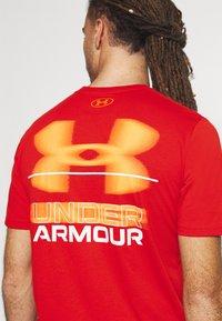 Under Armour - BLURRY LOGO WORDMARK  - T-shirts print - rich orange - 5