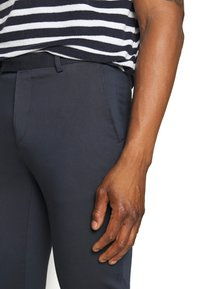 Sand Copenhagen - CRAIG  - Pantalones chinos - dark blue - 3