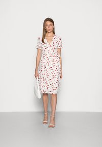 IN THE STYLE - JAC JOSSA FLORAL PRINT WRAP FRONT MIDI DRESS WITH PUFF SLE - Kjole - white - 1