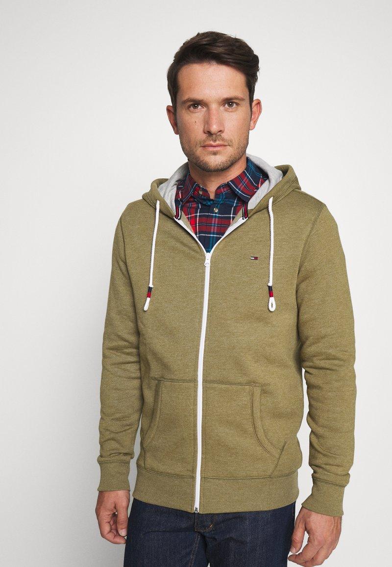 Tommy Jeans - ZIPTHROUGH - Zip-up hoodie - uniform olive