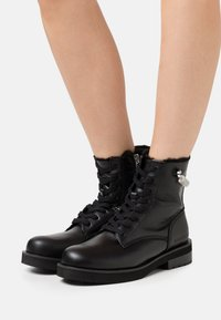 Calvin Klein Jeans - NOLLY - Lace-up ankle boots - black - 0